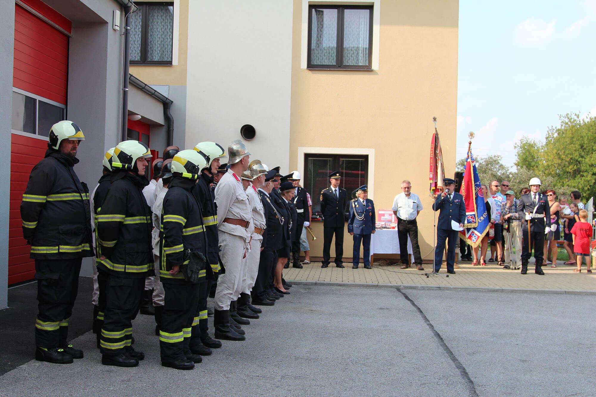 Oficiální předání hasičské zbrojnice a DA VW Crafter