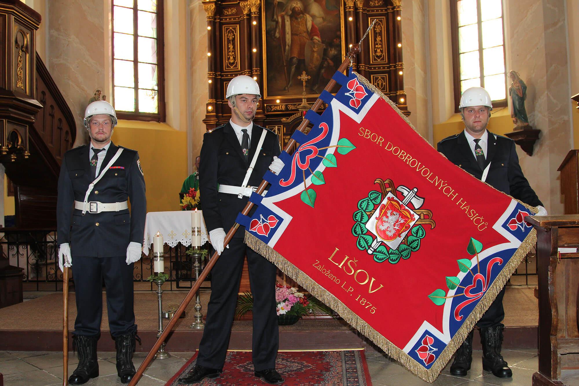 Svěcení nového hasičského praporu SDH Lišov