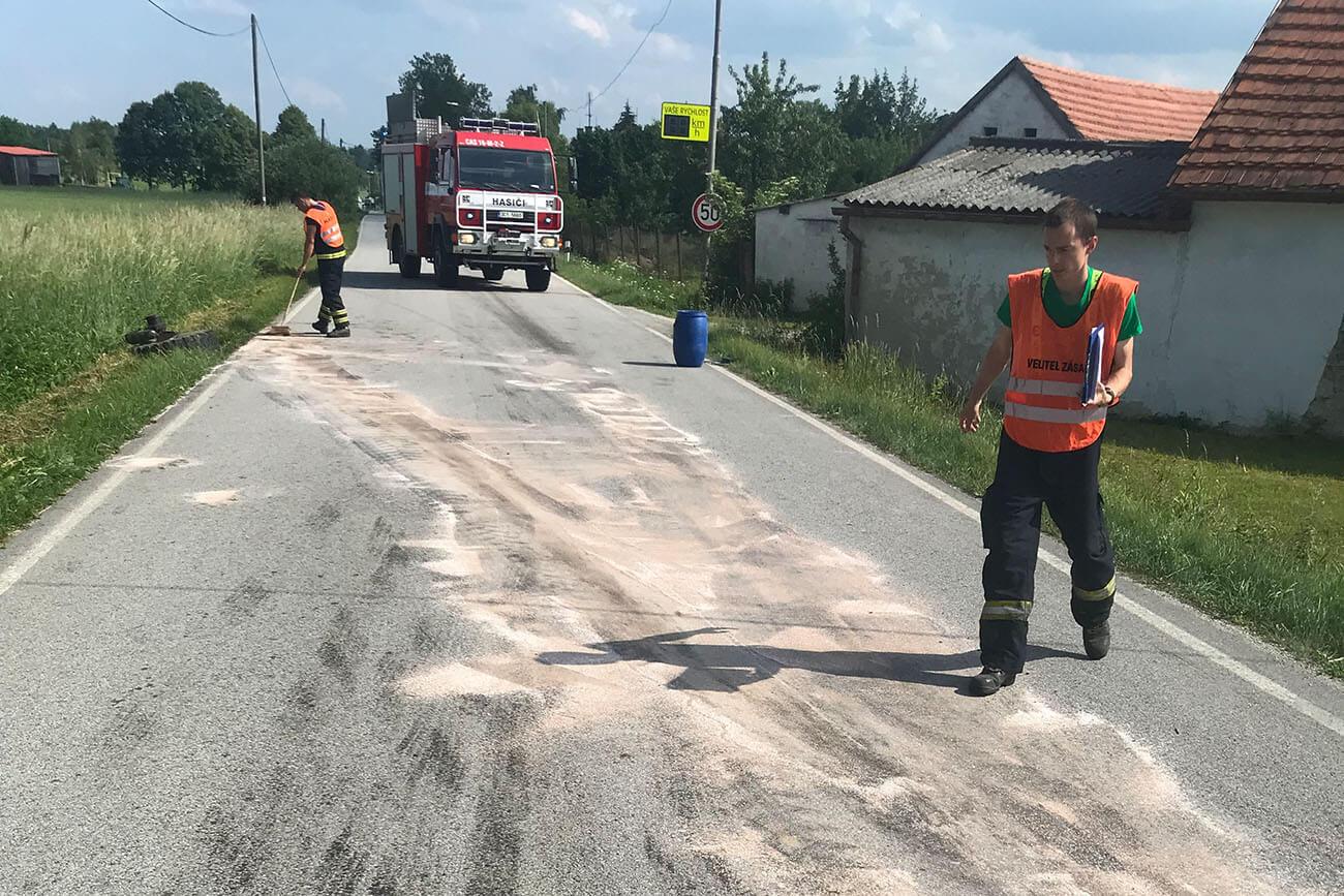 Technický zásah 3.6.2018 k dopravní nehodě Velechvín