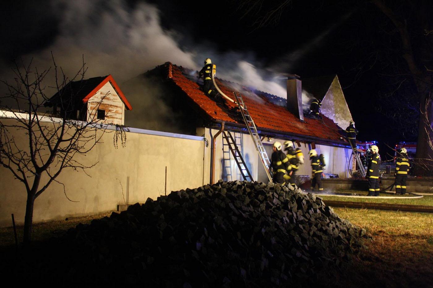 Rozsáhlý požár statku v Hůrkách