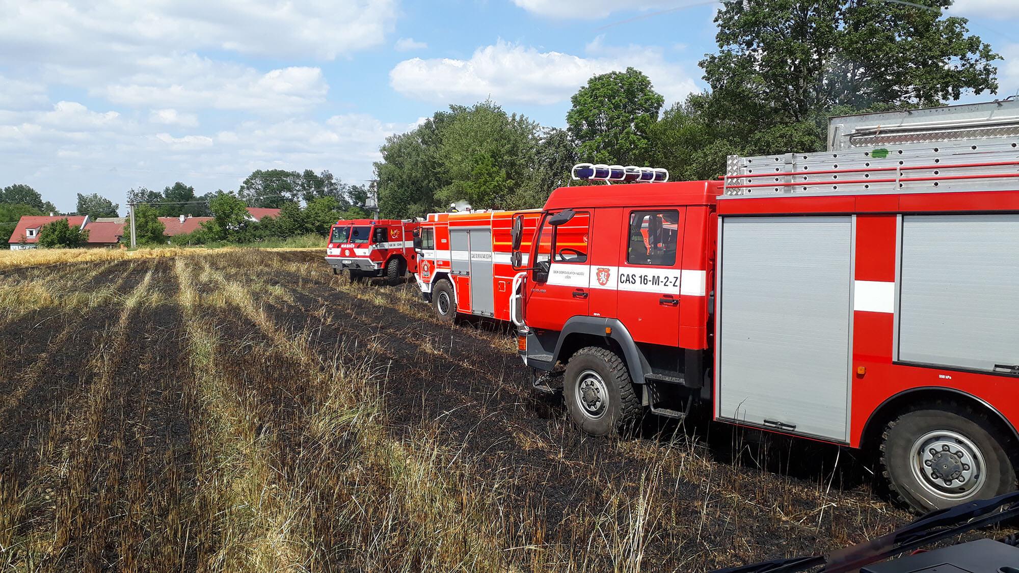 Požár pole ve Štěpánovicích