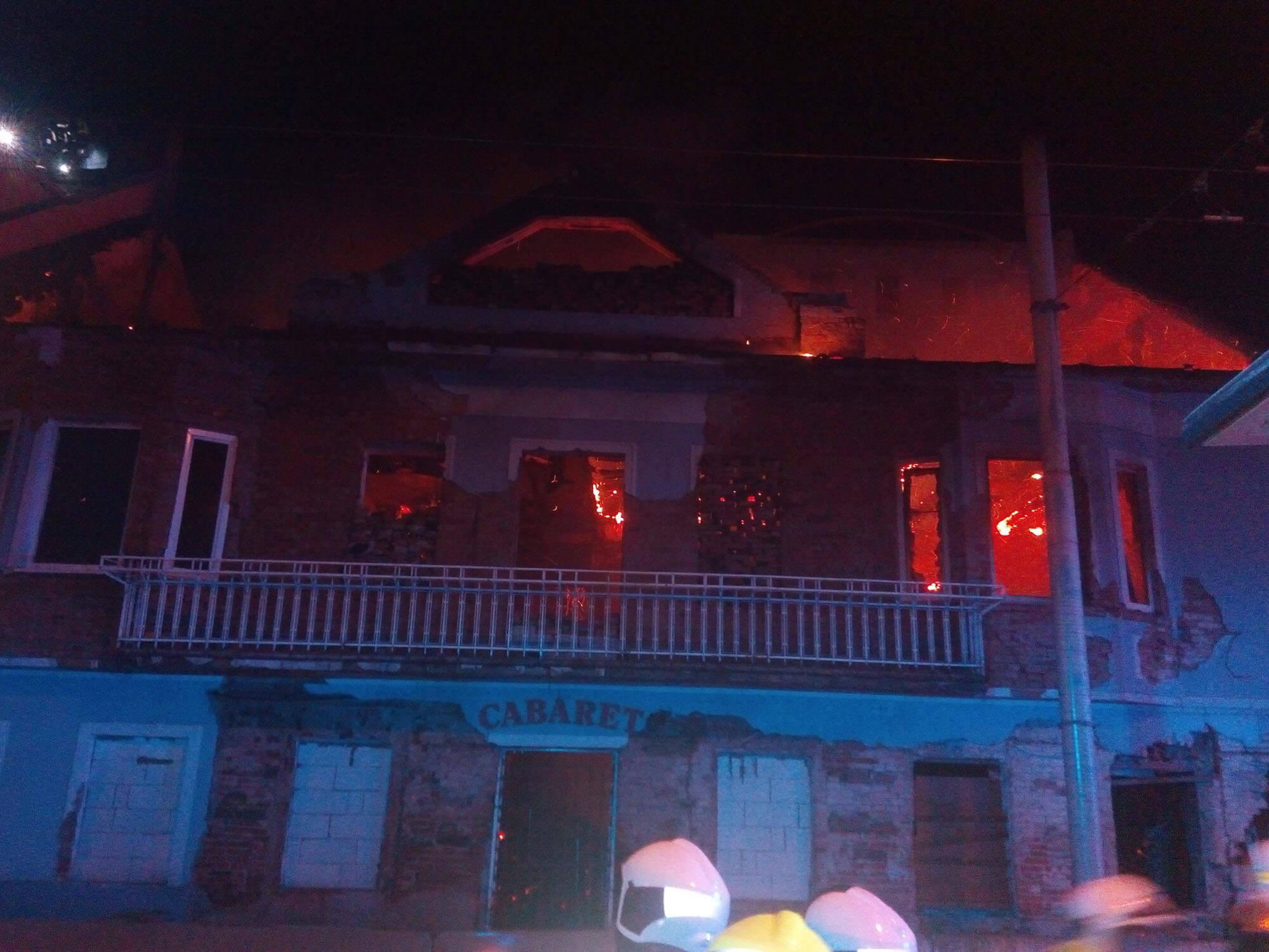 Požár bývalého kabaretu v Českých Budějovicích