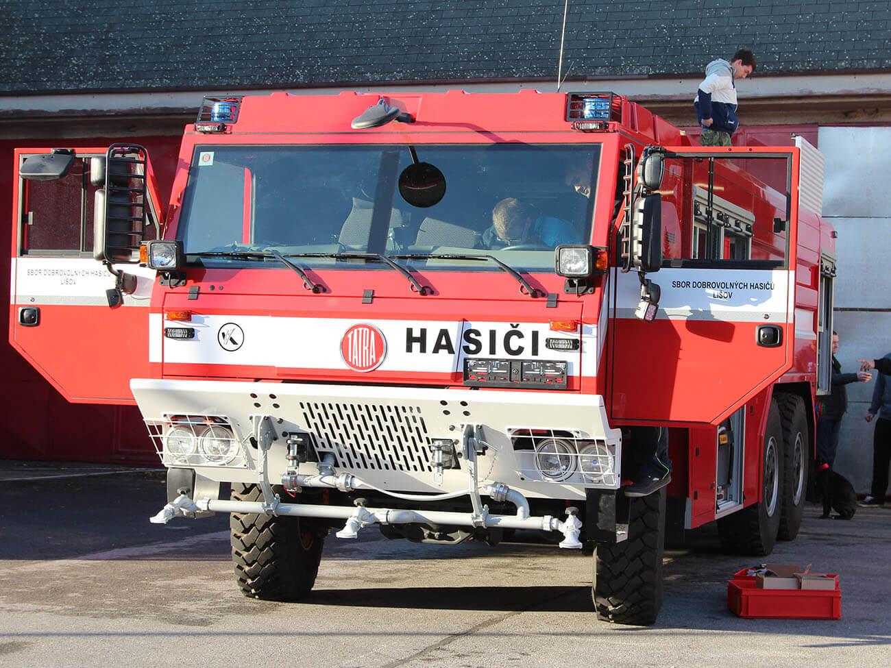 JSDHO Lišov získalo i IROP novou hasičskou cisternu Tatra 815-7 Force